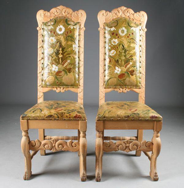 Et par utskårne stoler, Krognes, med gyldenlærtrekk av Mar