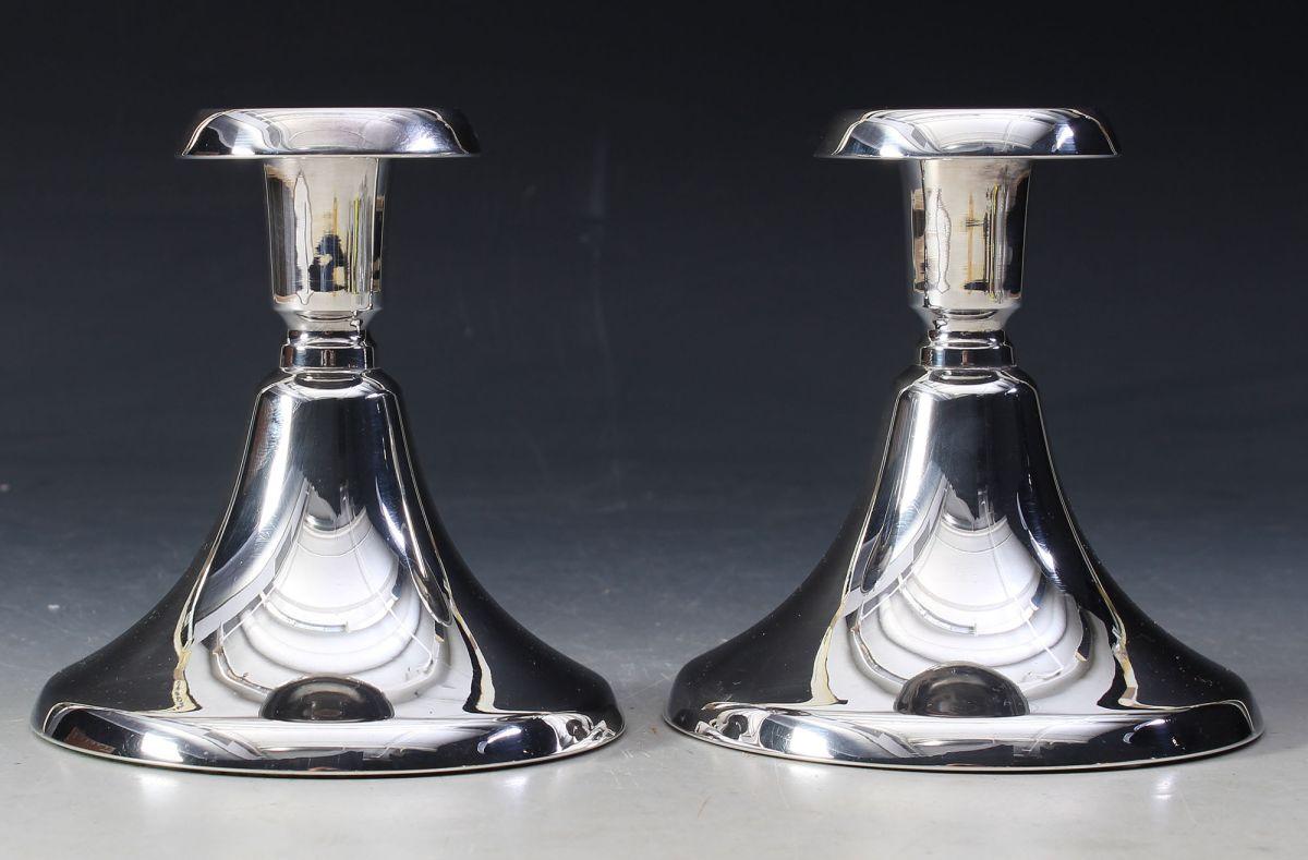 Stilig Et par lysestaker i sølv, H: 12 cm. XH-91